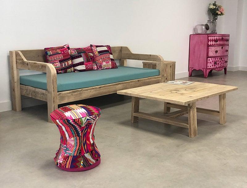 Recibidor y sala de espera en madera para Montessori