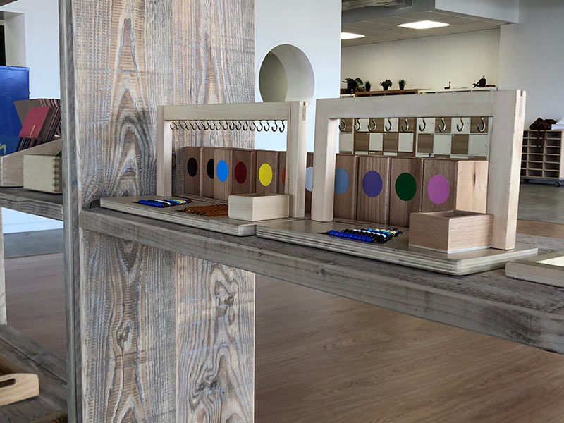 Estanterías de madera para Colegio Montessori