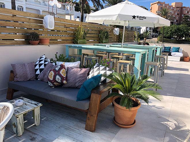 mesas y sofas a medida para terraza