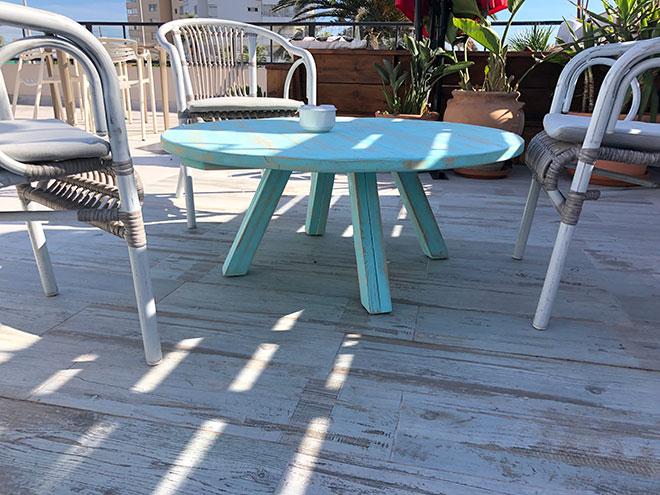 mesa de madera baja para bar de copas terraza